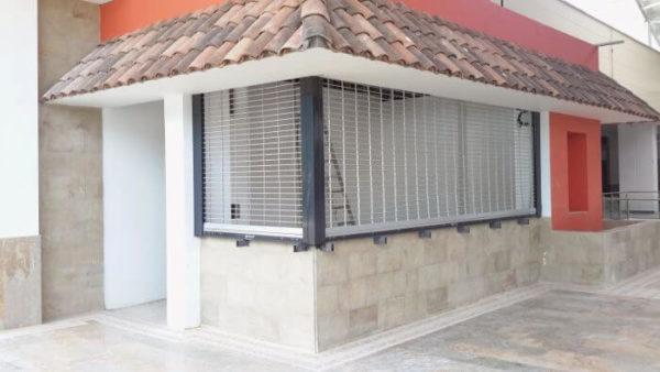 puerta enrrollable malla (2)